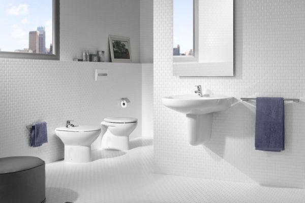 Vitreous china close coupled wc toilet