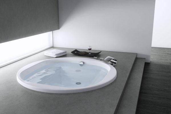Circular acrylic bathtub with Total hydromassage and drain kit