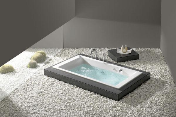 Roca vythos bathtub