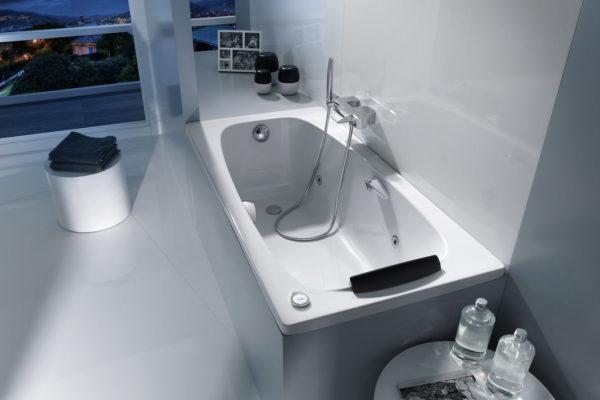 Bath Roca Sureste bathtub