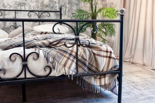 Black Iron bed rectangular