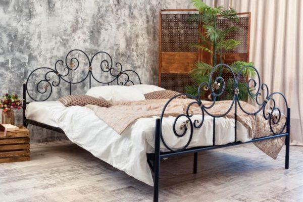 Floral metallic bed