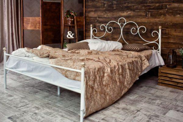 White metallic bed