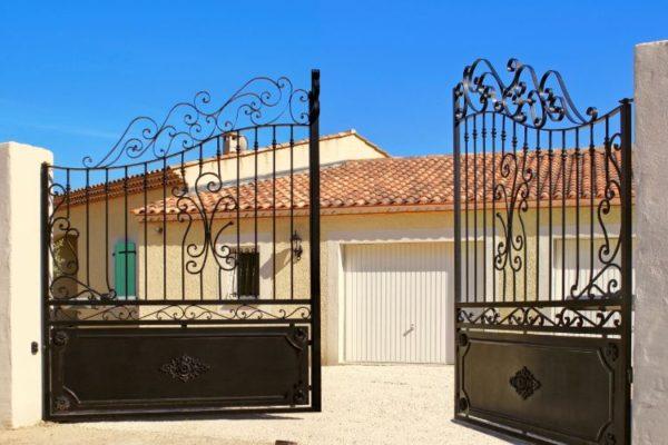 Grill driveway gate