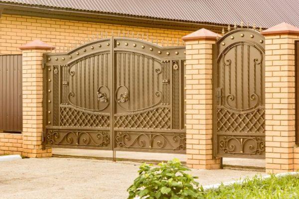 Modern decorative golden iron gate