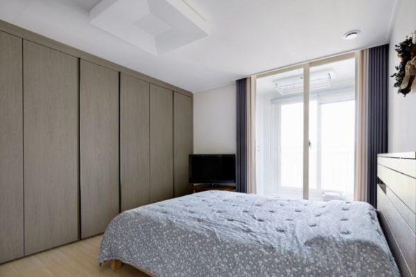 Gray brown sliding wardrobes