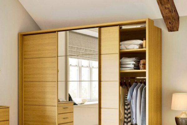 Sliding wardrobe with mirror