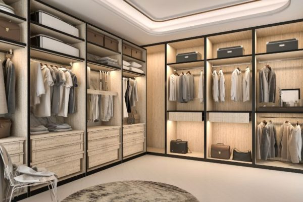 Exquisite large size wlak in closet
