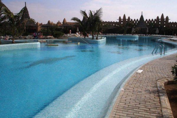 Ambient antislip mosaic swimming pool pavement