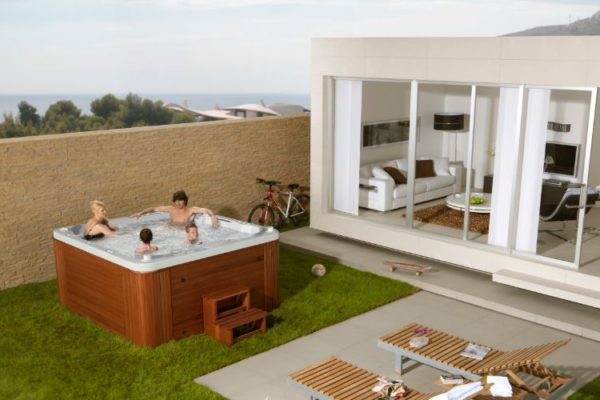 outdoor bathtub with family in it