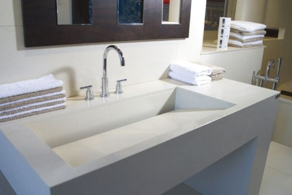 Marble sophisticated sink with towels on each side